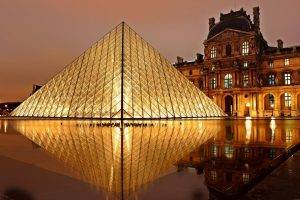 The louvre at night, one of the many things to do in Paris