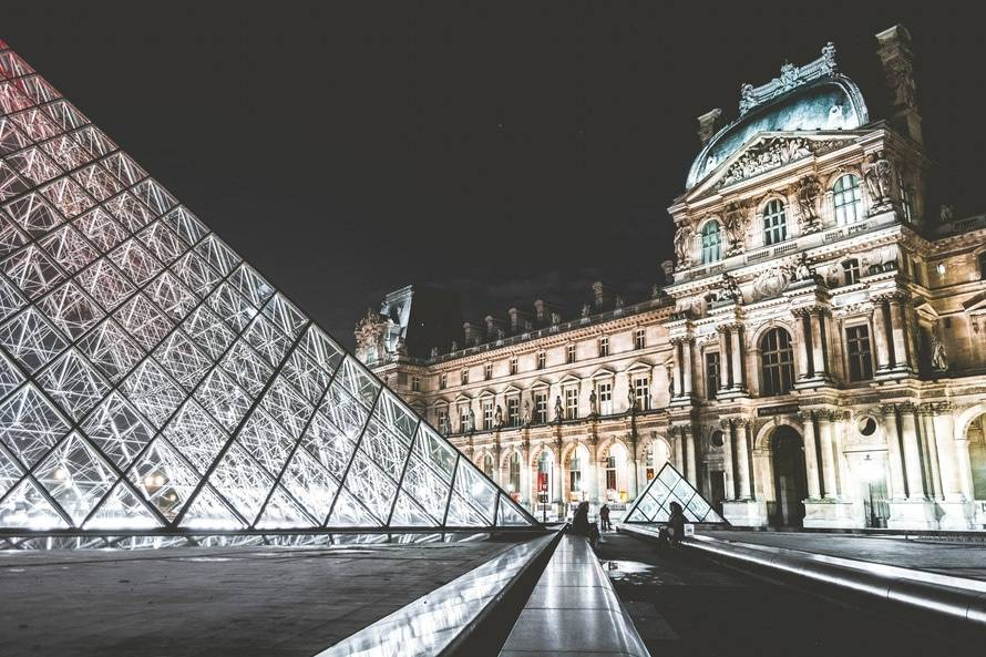 What do you do when you only 24 hours in Paris on a layover? We came up with the best ways to spend your day- including taking time out for gelato, and great Instagram pics- especially at the Louvre at night.