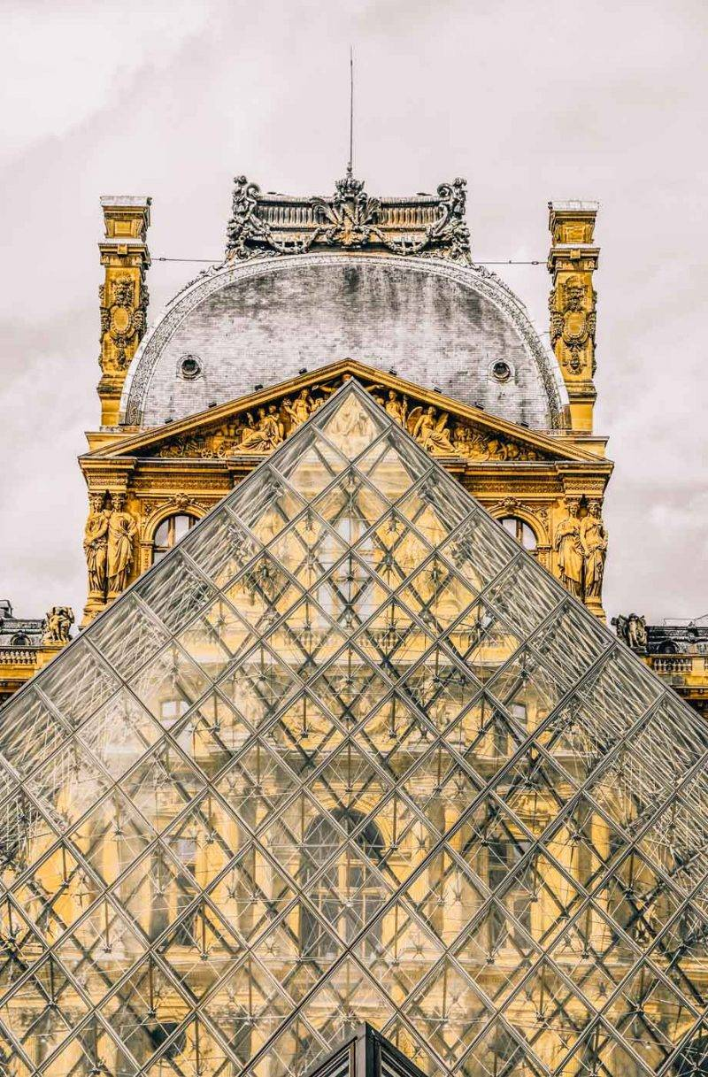 Paris travel tips- things to do, see and eat in Paris, France. The complete guide to Paris France including what to see in one day and what to see in 2 days in Paris. #Paris #Europe #France