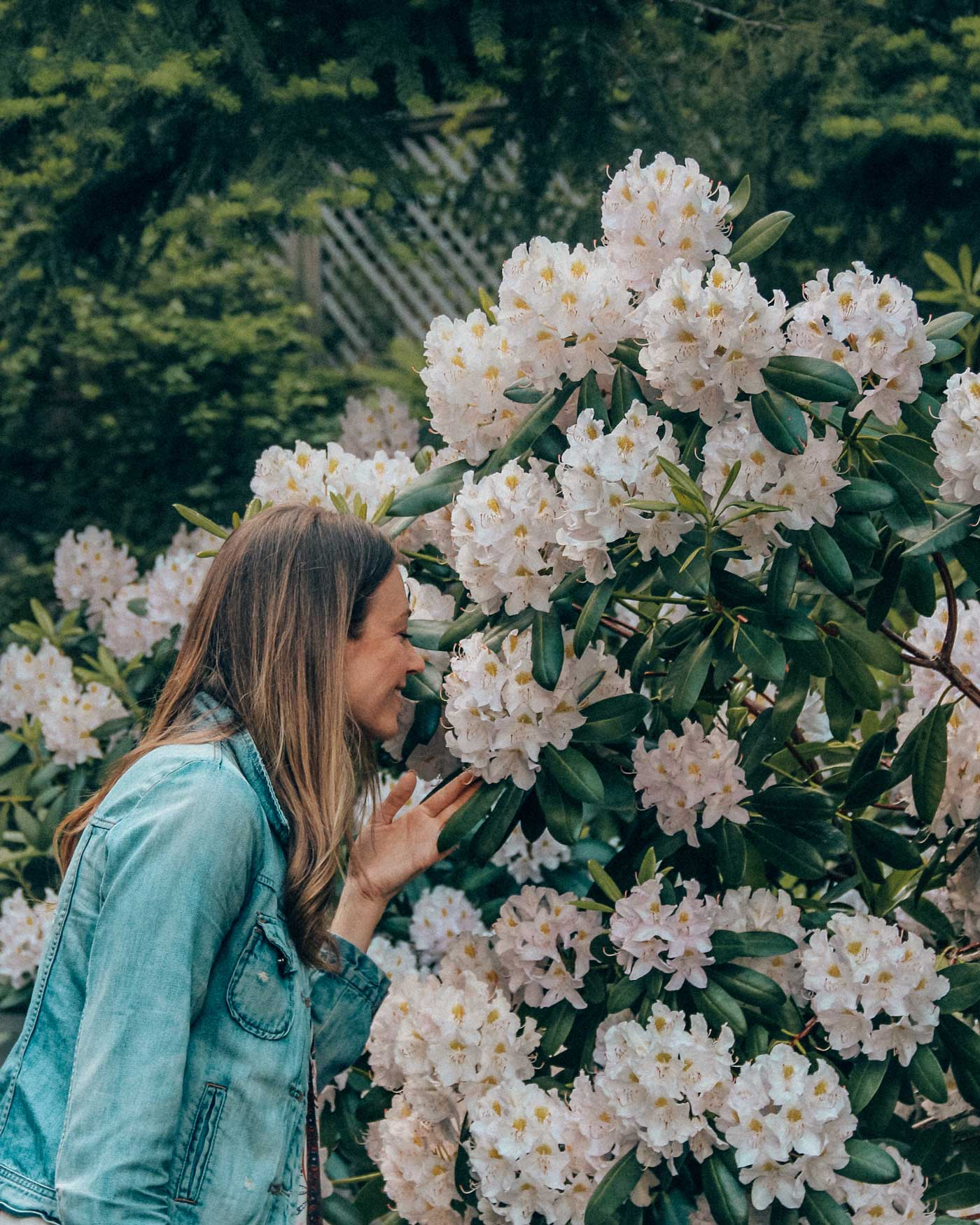 The gardens at Fairmont Chateau Whistler are beautiful. Check out all the things to do when you visit Whistler. #girlstrip #whistler #bc #CANADA
