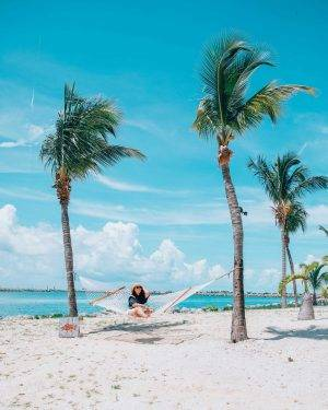 The top beaches in Freeport Bahamas. Including what to do, see and eat on Freeport. #Freeport #Bahamas