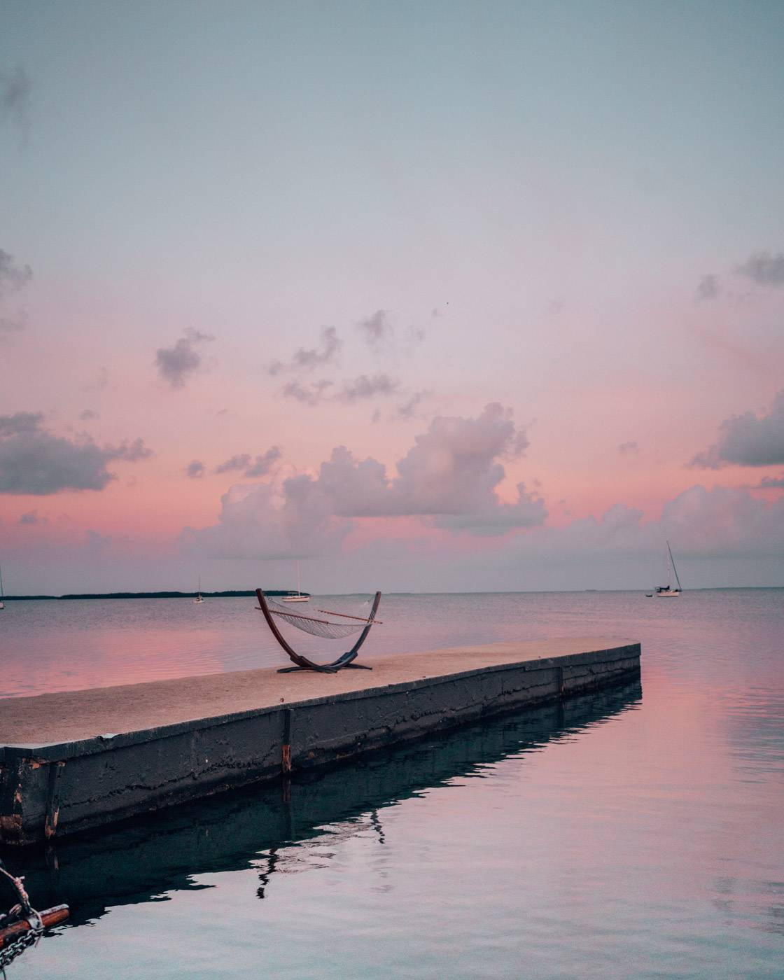 Things to do, see and eat in Islamorada Florida. One of the best places to vacation in Florida for a romantic or girls trip. #floridakeys #florida