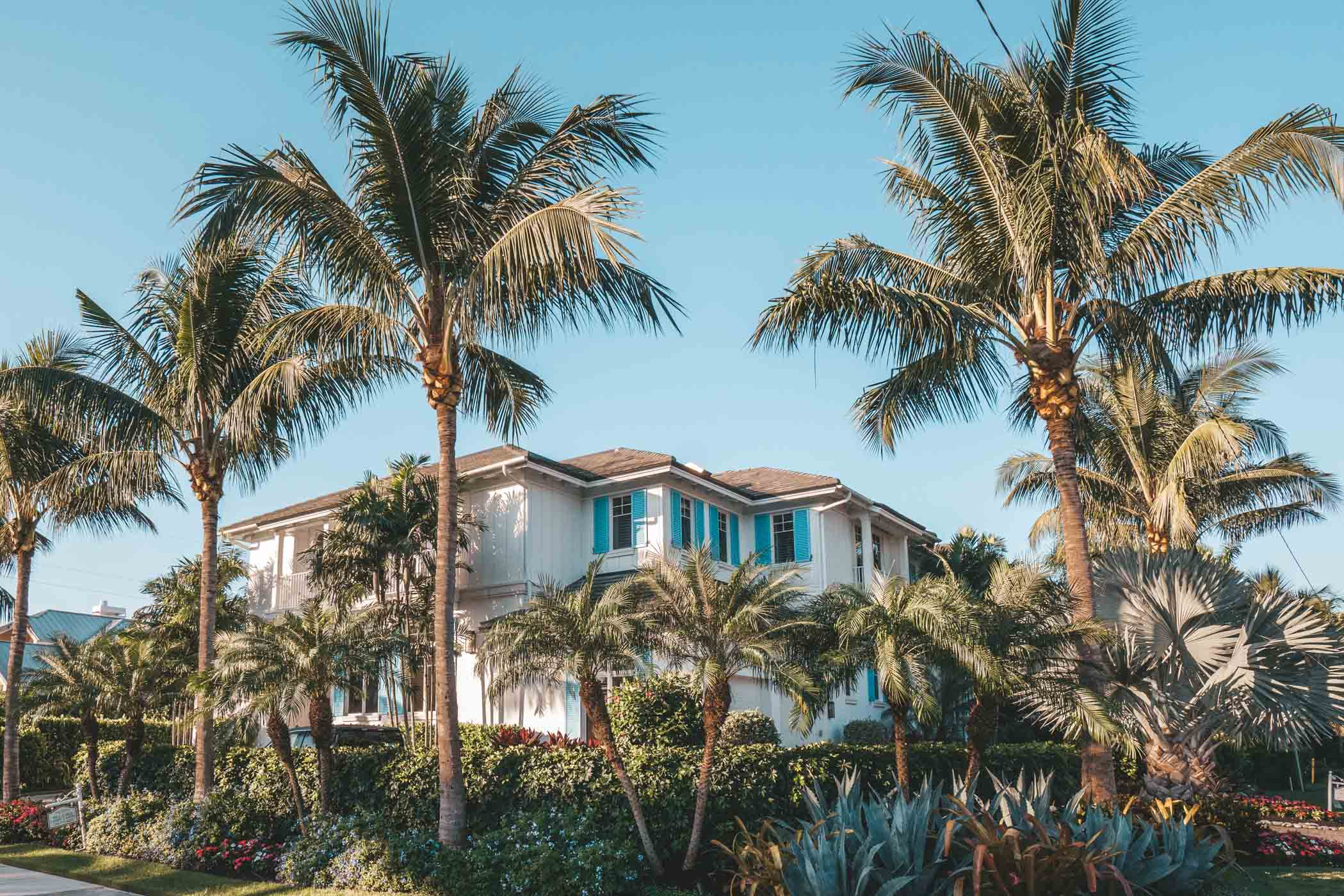 The ultimate guide of things to do in Naples Florida. Including where to shop, where to stay, and what to eat. #Florida #Naples #girlstrip