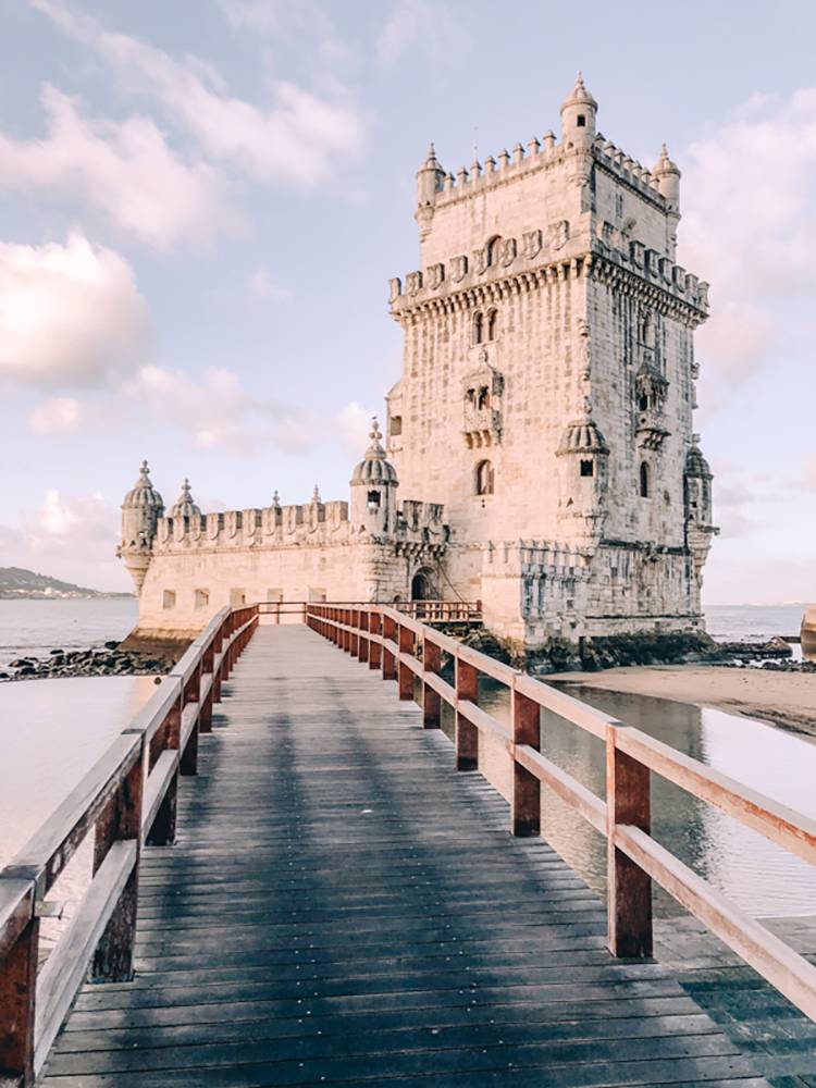 Put one of the best buildings in Lisbon in your own itinerary; on't miss the Belem tower on your visit