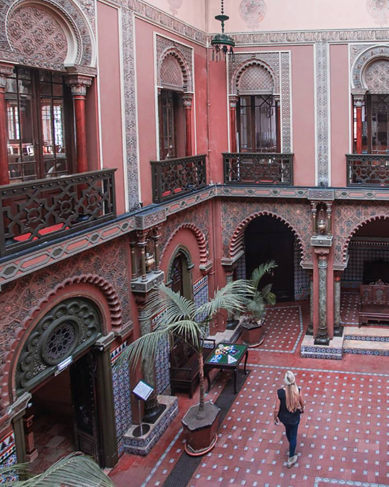 Is Casa do Alentejo also giving you some Marrakech vibes? And yet, this beauty lies in Lisbon, Portugal - go see for yourself