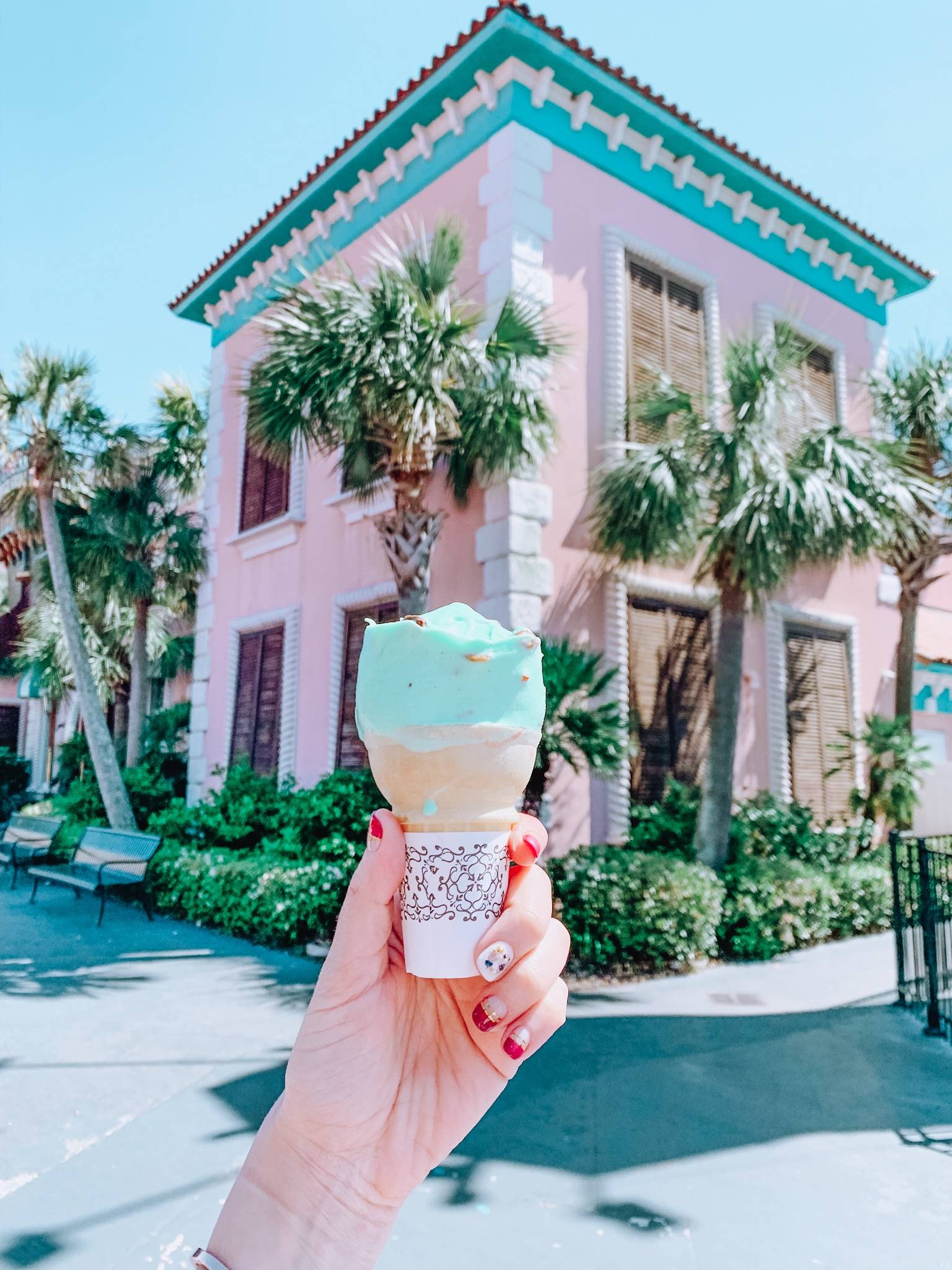 The best things to do in Myrtle Beach- including a trip to Broadway at the Beach. Find out where to eat, shop, and what to see in Myrtle Beach.