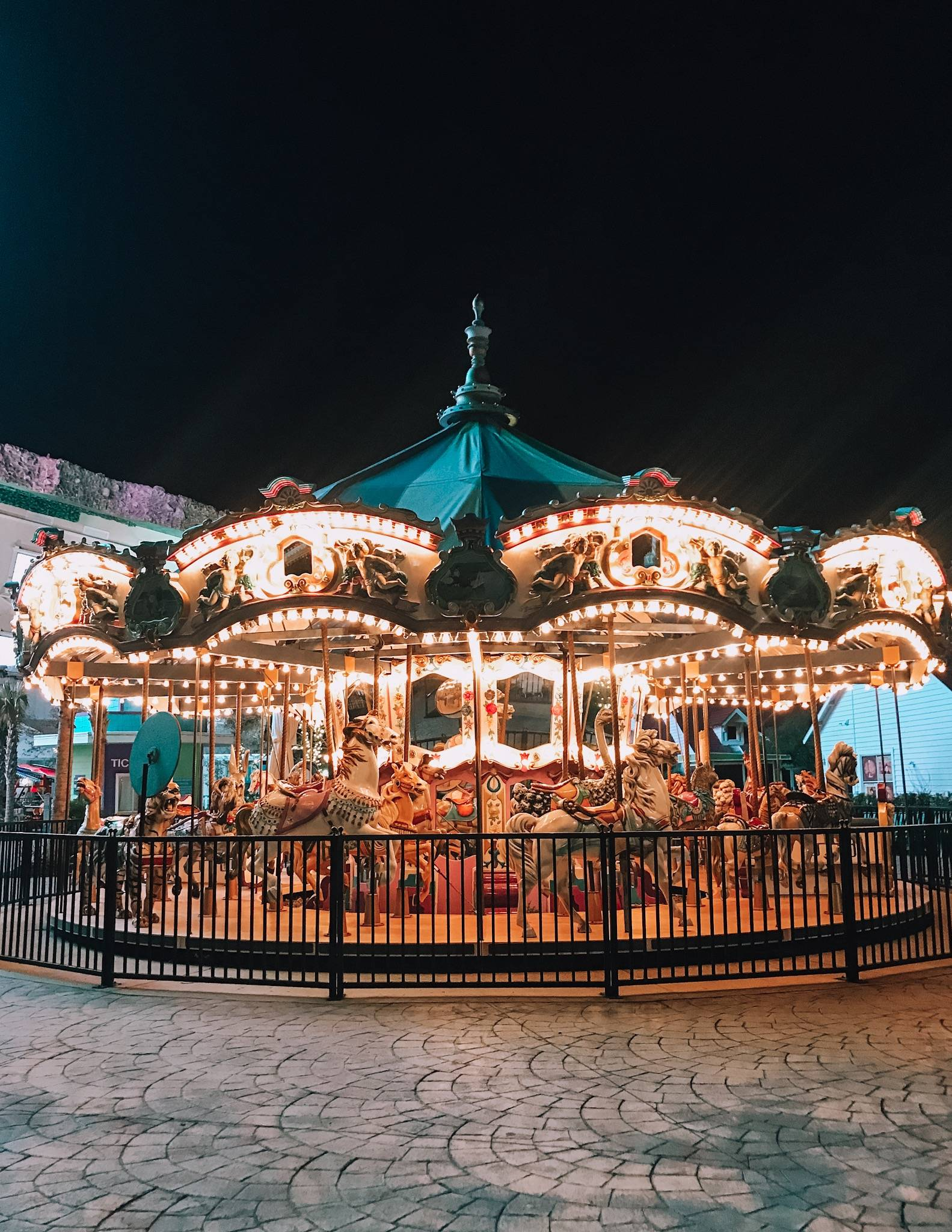 The best things to do in Myrtle Beach- including a trip to Broadway at the Beach. Find out where to eat, shop, and what to see in Myrtle Beach including a stroll at night at Broadway at the beach.