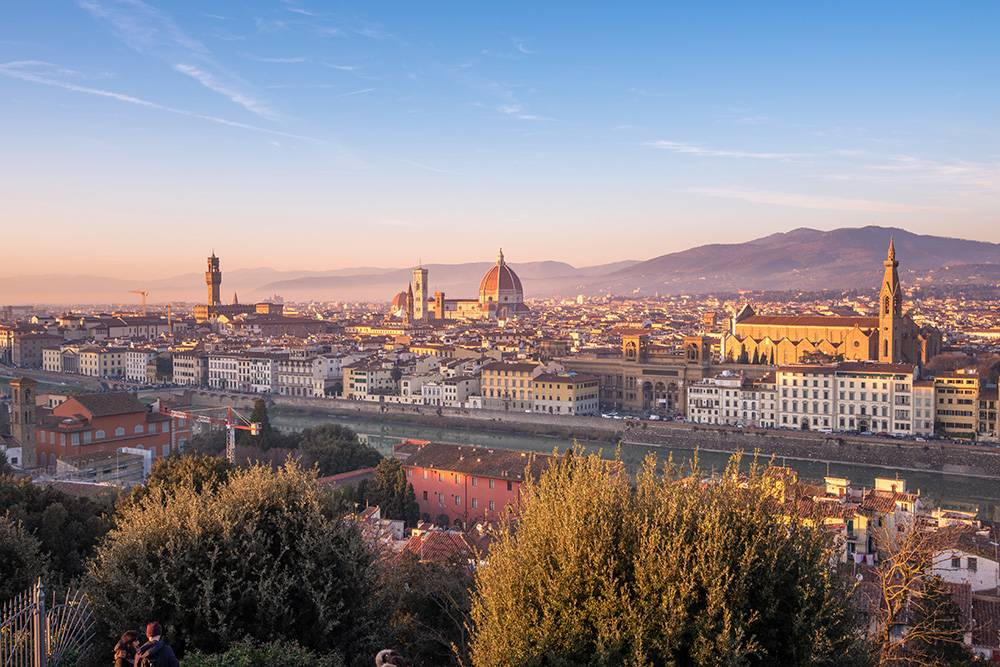 One of the most impressive views in Florence, and therefor high on our Fun things to do in Italy: the stunning Piazzale Michelangelo