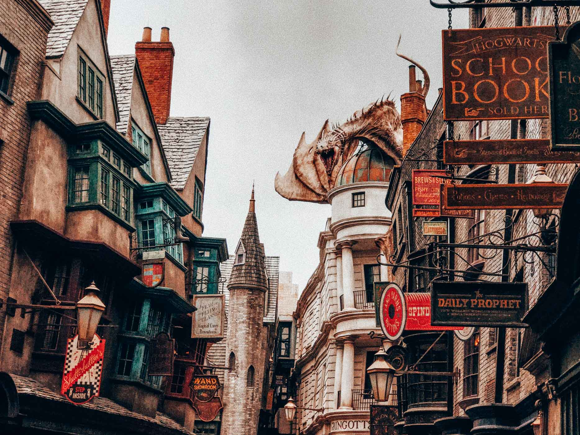 The Best Things to Do in Orlando for the young and old including a visit to Universal studios.