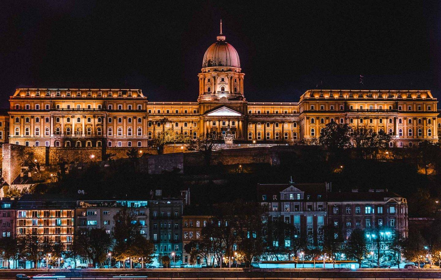 Looking for the best photo spots in Budapest to up your photography game? We have you covered.  #Budapest #hungary  instagram Spots In Budapest | Best Instagram Spots In Budapest | best instagram photo locations in Budapest | Budapest travel destination | best lookout points in Budapest | beautiful scenery in Budapest | where to go in Budapest | what to see in Budapest | cute travel photos in Budapest | best photos in budapest | Buda Castle in budapest