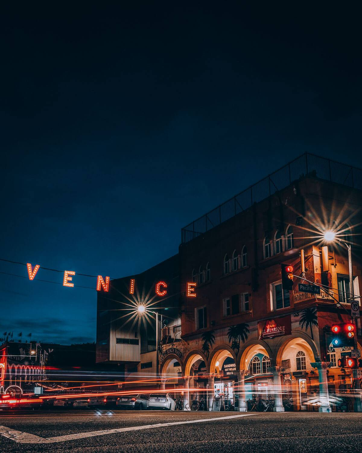 You might not think that Venice beach is one of the one of the places to explore at night in LA, but you'd be wrong. It should definitely be on your list of things to do in LA at night and during the day.