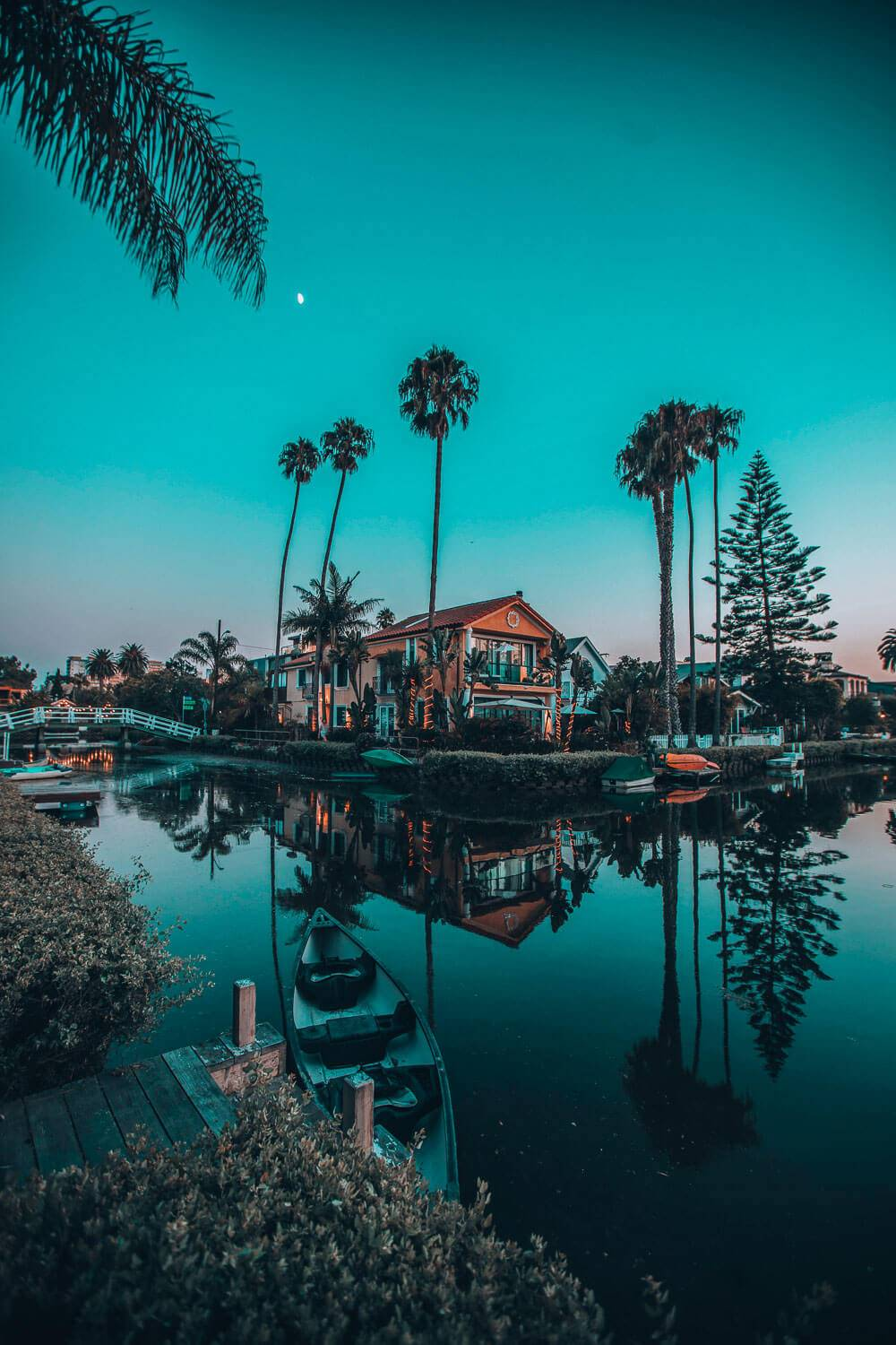 YYou might not think that Venice beach is one of the one of the places to explore at night in LA, but you'd be wrong. It should definitely be on your list of things to do in LA at night and during the day.