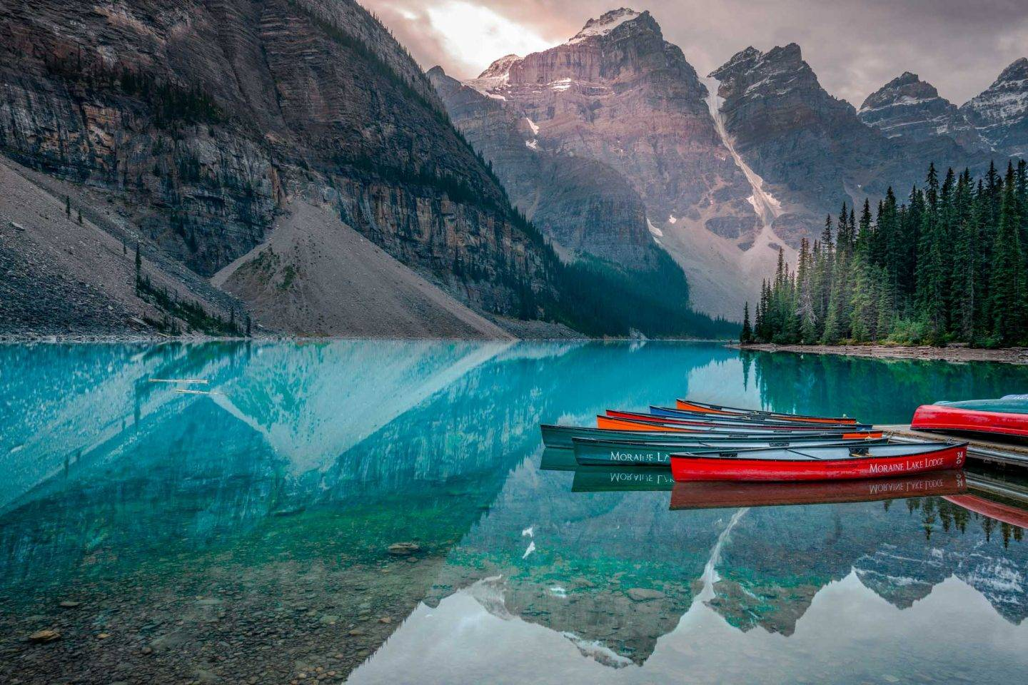 Looking for the best provincial parks in alberta or Canada? Fret not, because we have the ultimate of all the best parts including highlights, how to get there, and where to stay and where the closest airport is. Our favorites are Moraine Lake and Lake Louise