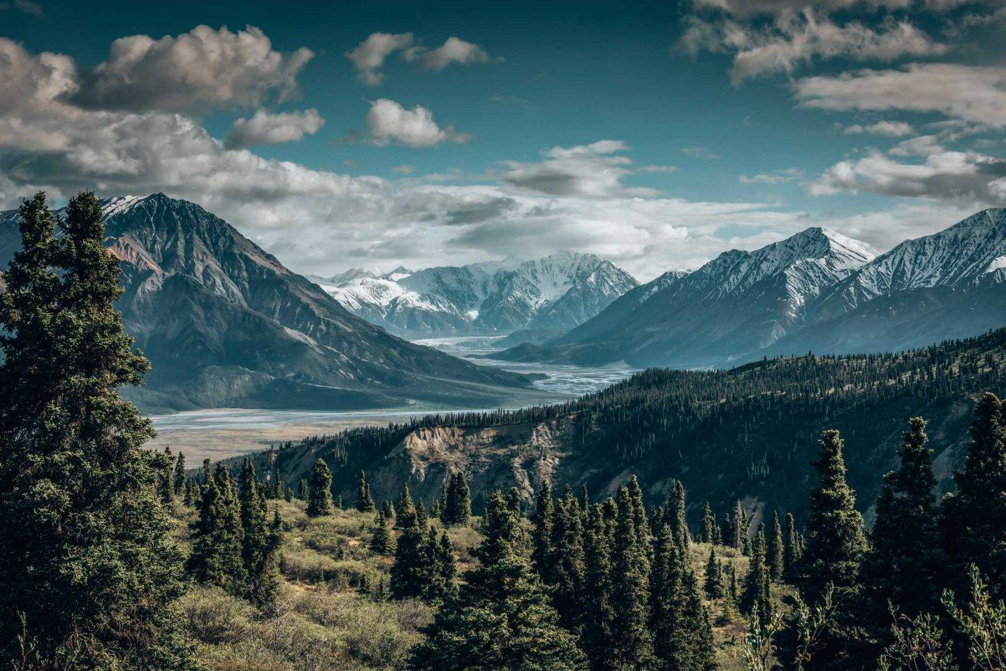 Kluane National Park is one of the best national parks in the Yukon and one that you need to visit!